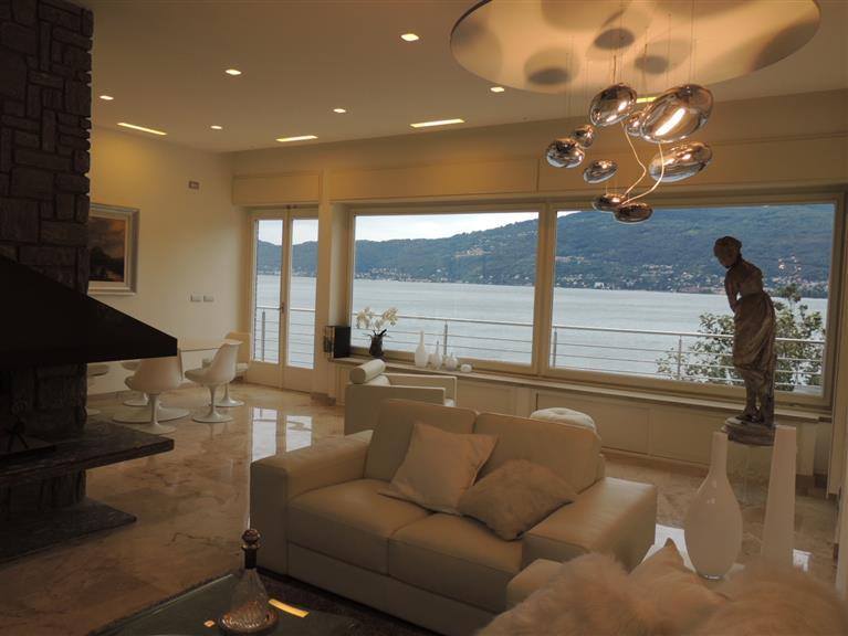 Villa in vendita a Verbania, 5 locali, zona Zona: Suna, Trattative riservate | Cambio Casa.it