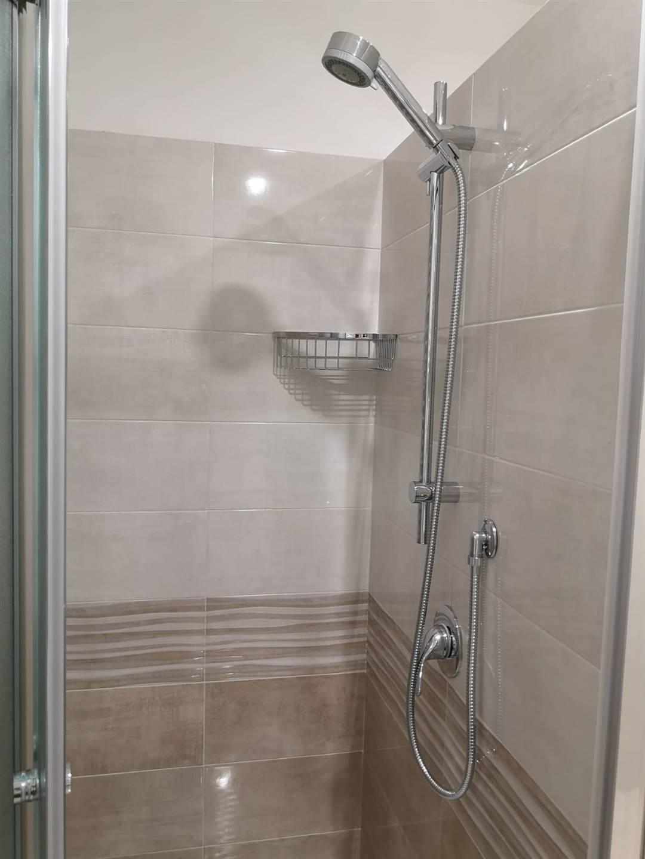 Particolare, le docce.
