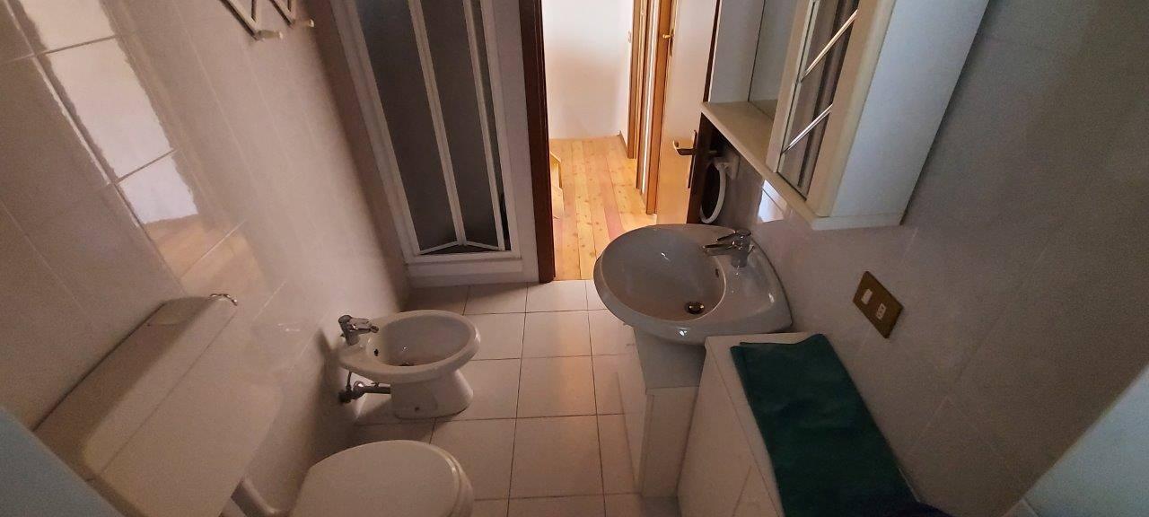 Il bagno, a piano primo