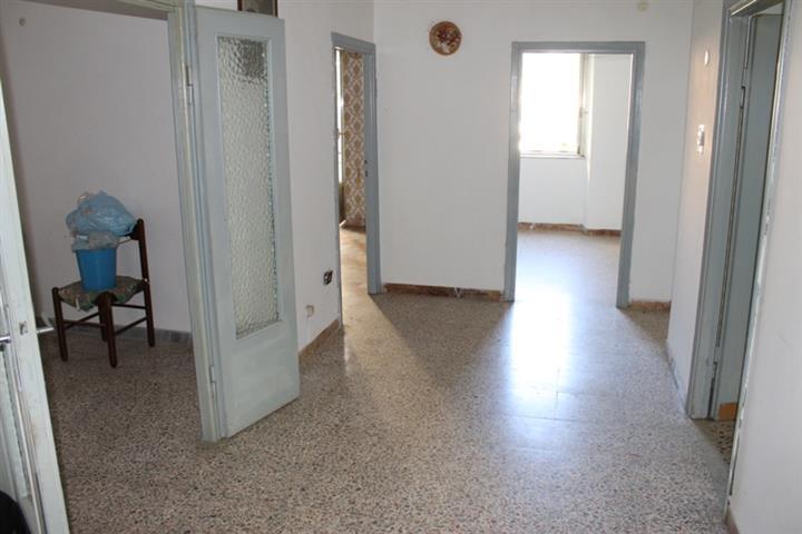Appartamento indipendente, Canepina, da ristrutturare