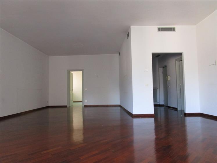 Appartamento in affitto a Piacenza, 4 locali, zona Zona: Centro storico, prezzo € 1.200 | Cambio Casa.it