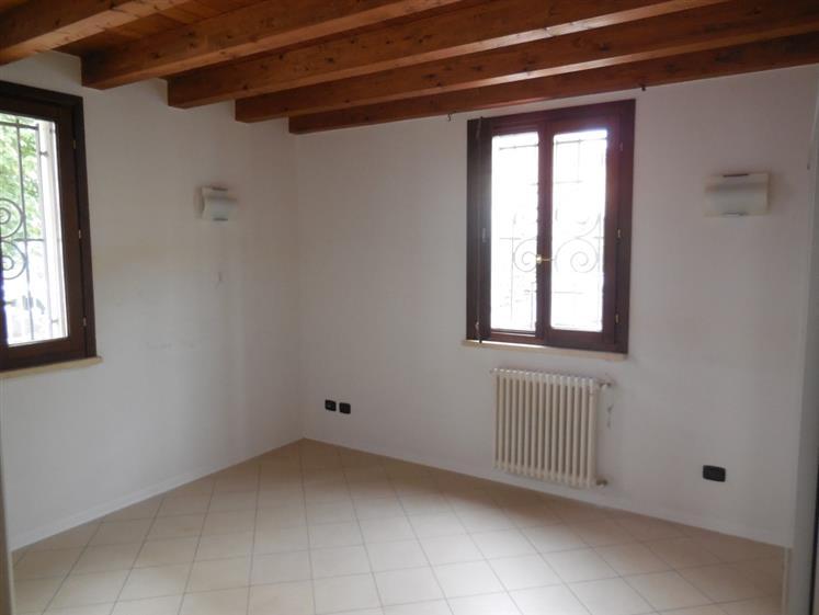 Palazzo / Stabile in vendita a Piacenza, 11 locali, zona Zona: B.ra Torino, prezzo € 685.000 | Cambio Casa.it