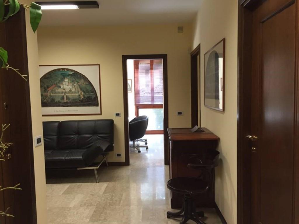 Ufficio / Studio in affitto a Piacenza, 4 locali, zona Località: PUBBLICO PASSEGGIO, prezzo € 700 | CambioCasa.it