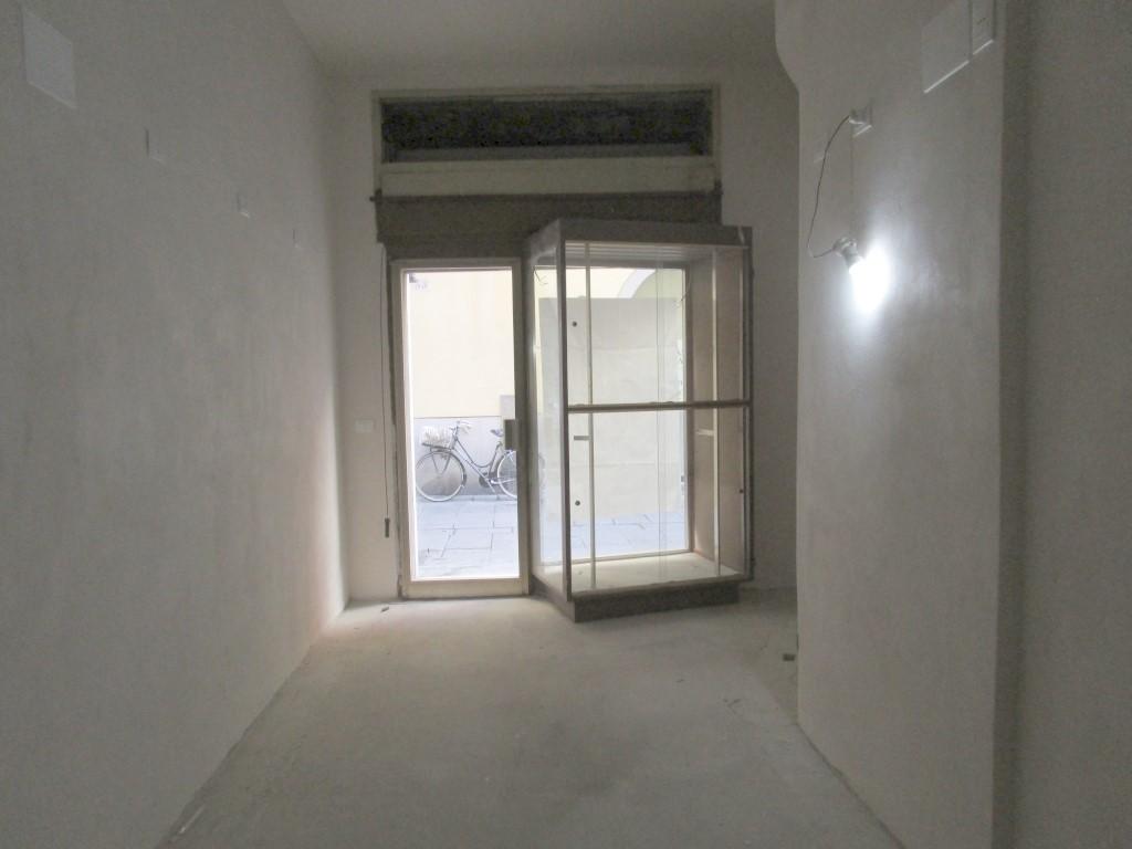 Negozio / Locale in affitto a Piacenza, 9999 locali, zona Zona: Centro storico, prezzo € 500 | CambioCasa.it