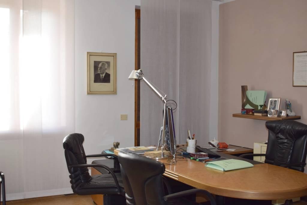 Ufficio / Studio in affitto a Gragnano Trebbiense, 4 locali, prezzo € 500 | CambioCasa.it