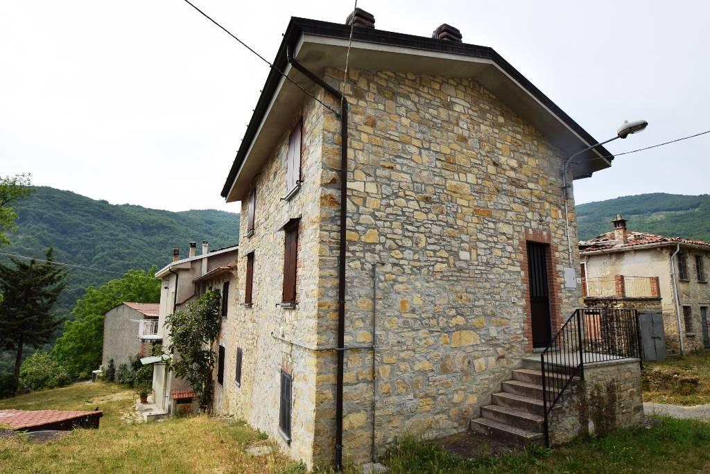 Rustico-casale in Vendita Bobbio in provincia di Piacenza