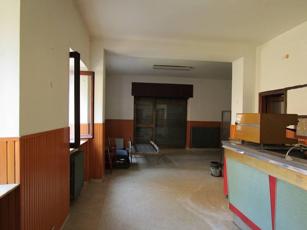Negozio / Locale in vendita a Podenzano, 4 locali, zona Zona: Gariga, prezzo € 85.000 | CambioCasa.it