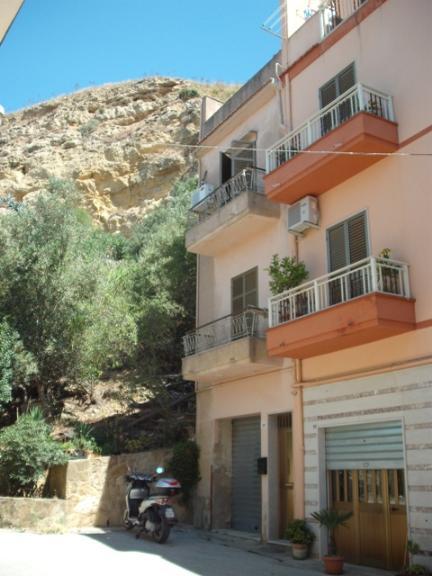 Soluzione Indipendente in vendita a Salemi, 5 locali, zona Località: PIAZZA LIBERTA', prezzo € 45.000 | Cambio Casa.it