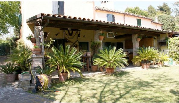 Rustico / Casale in vendita a Pesaro, 4 locali, zona Località: SAN BARTOLO, prezzo € 630.000   Cambio Casa.it