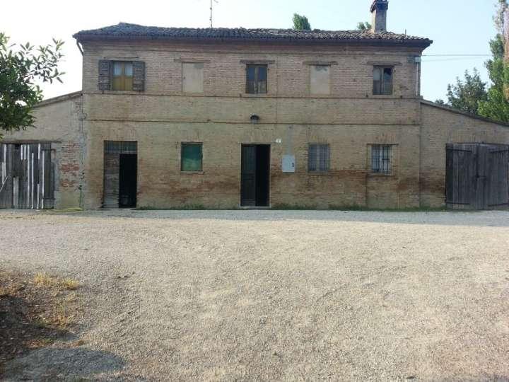Rustico / Casale in vendita a Pesaro, 10 locali, prezzo € 370.000   Cambio Casa.it