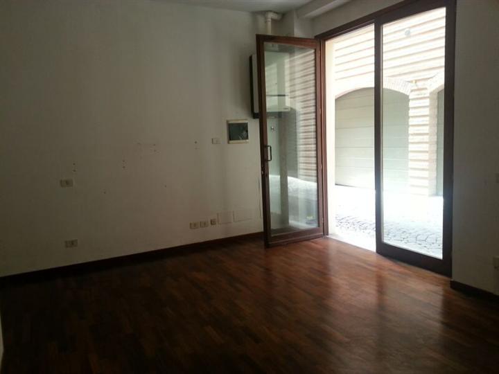Negozio / Locale in affitto a Pesaro, 1 locali, prezzo € 350 | Cambio Casa.it