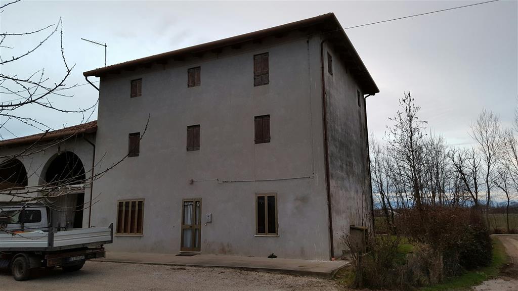 Rustico / Casale in Vendita a Trebaseleghe