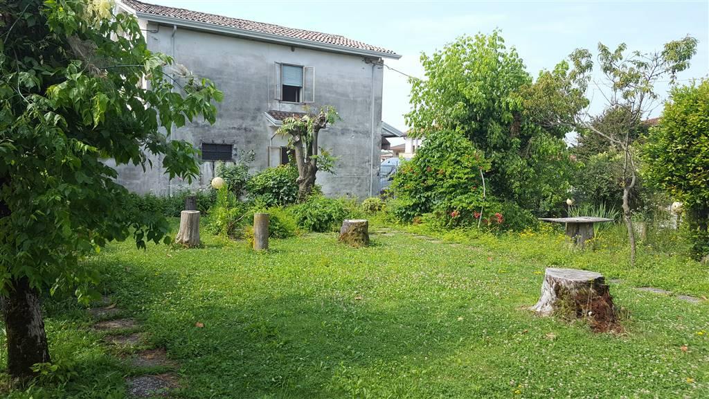 Soluzione Indipendente in vendita a Trebaseleghe, 6 locali, zona Zona: Sant'Ambrogio, prezzo € 145.000 | CambioCasa.it