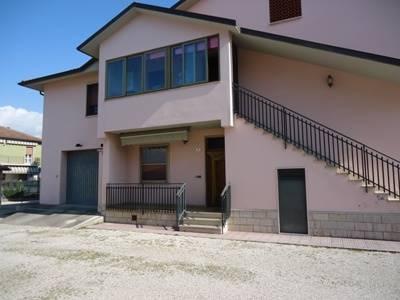 Appartamento in vendita a Terni, 4 locali, zona Zona: Semiperiferia Periferia, prezzo € 75.000 | CambioCasa.it