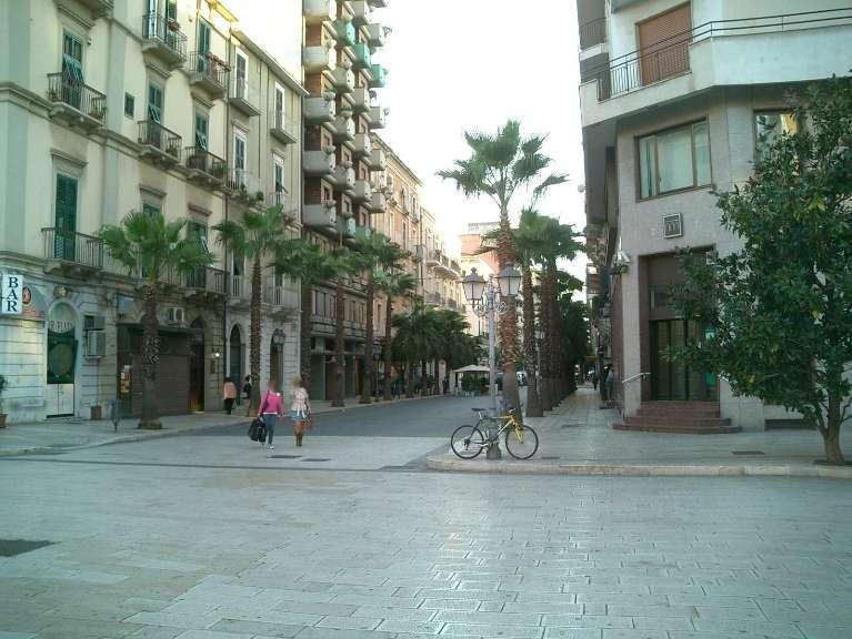 Negozio / Locale in affitto a Taranto, 9999 locali, zona Zona: Borgo, Trattative riservate | CambioCasa.it