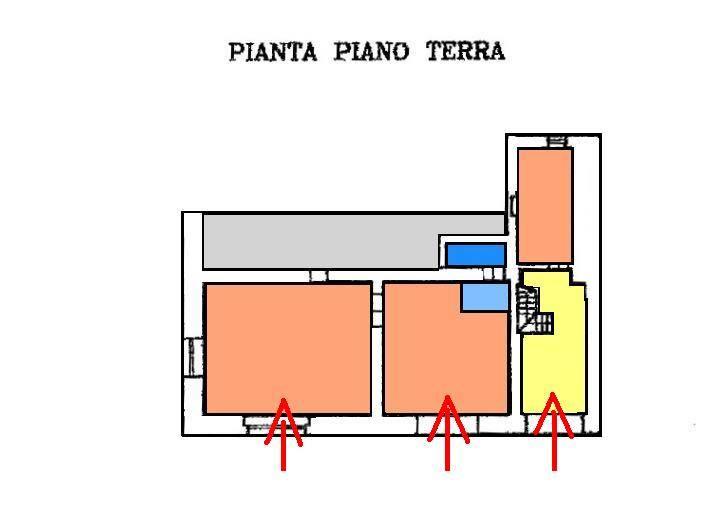 Attività / Licenza in affitto a Taranto, 4 locali, zona Zona: Borgo, prezzo € 800 | CambioCasa.it