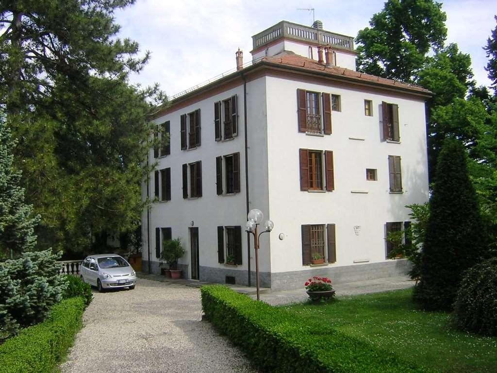 Villa in vendita a Tortona, 8 locali, Trattative riservate | CambioCasa.it