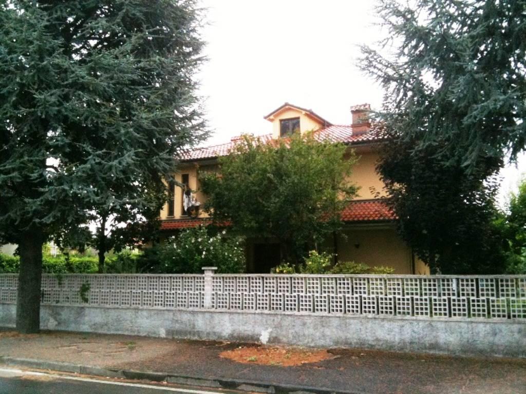 Villa in vendita a Pontecurone, 8 locali, prezzo € 390.000   CambioCasa.it