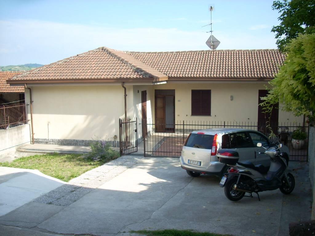 Soluzione Indipendente in vendita a Monleale, 4 locali, zona Zona: Monleale Alto, prezzo € 98.000 | CambioCasa.it