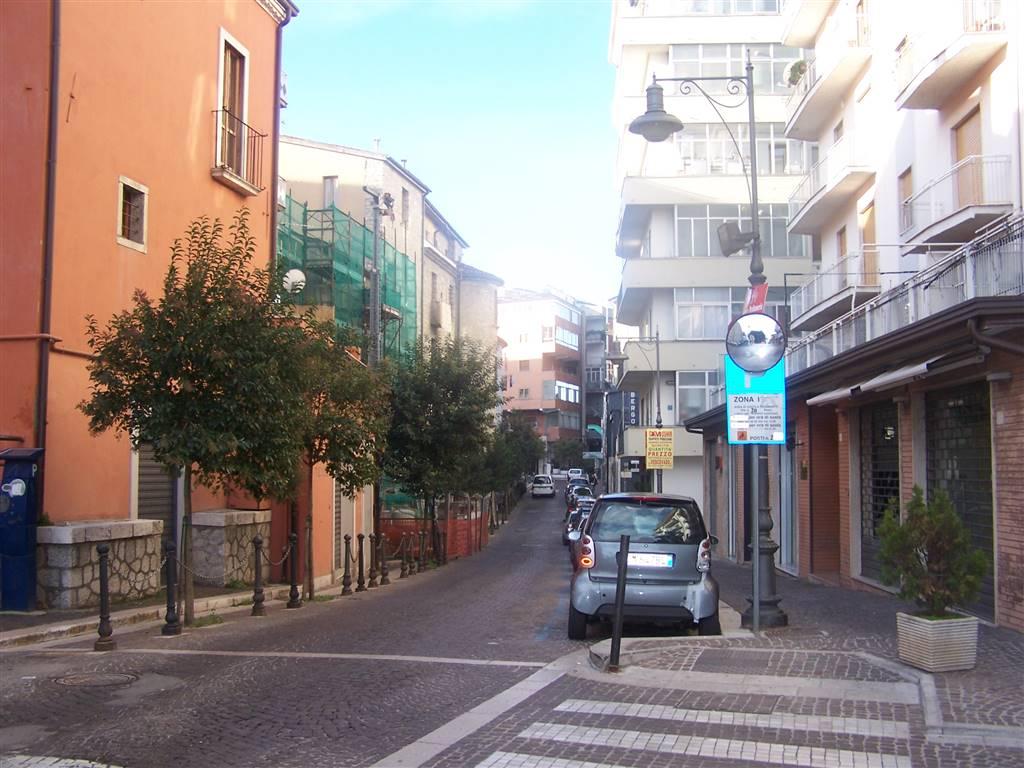 Immobile Commerciale in affitto a Potenza, 5 locali, zona Zona: Centro storico, prezzo € 700 | CambioCasa.it