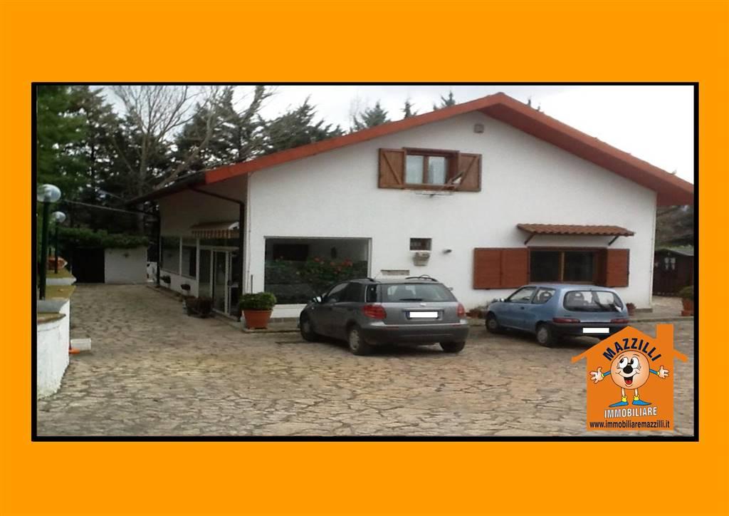 Villa in vendita a Potenza, 6 locali, prezzo € 198.000 | CambioCasa.it