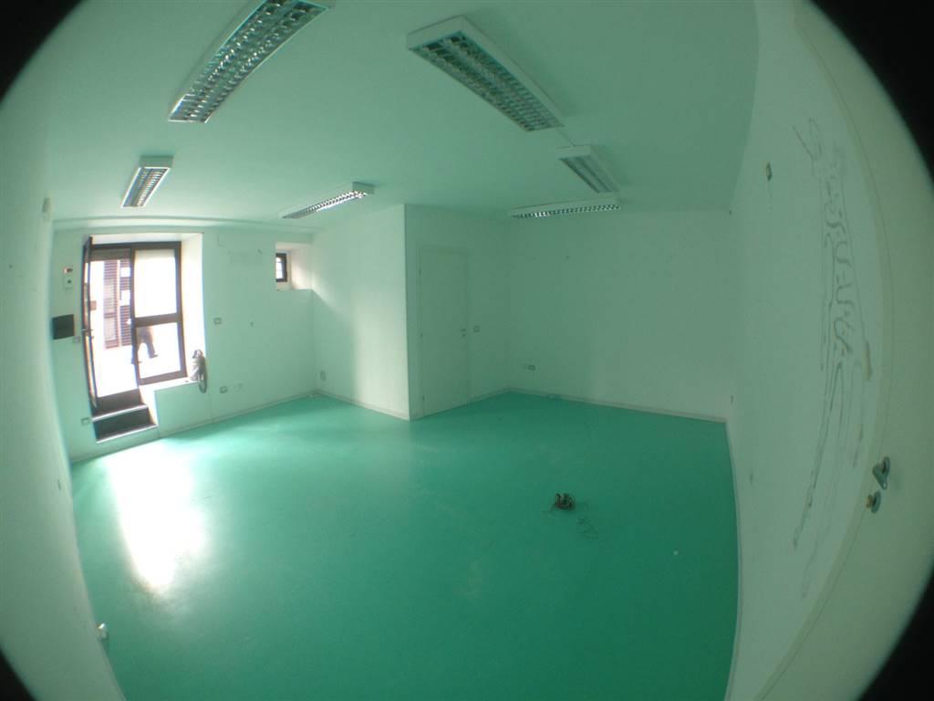 Immobile Commerciale in affitto a Potenza, 2 locali, zona Zona: Centro storico, prezzo € 380 | CambioCasa.it