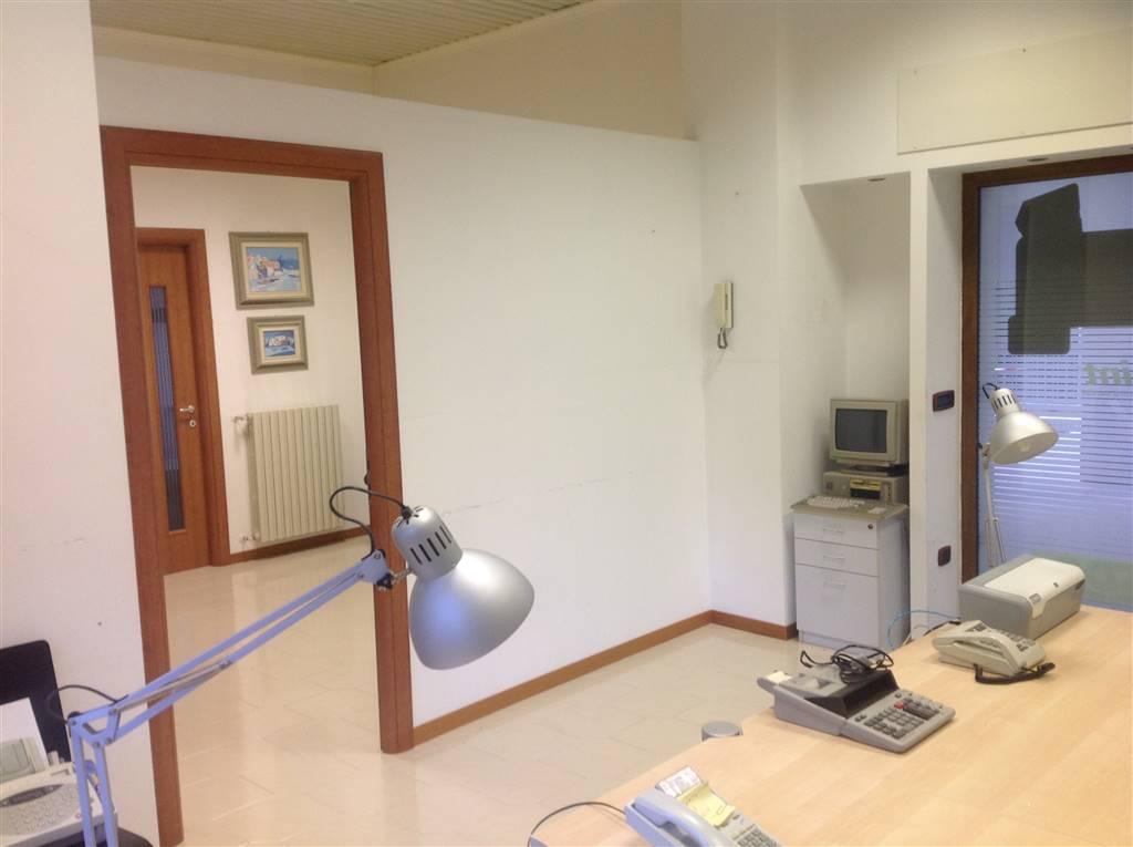 Ufficio / Studio in affitto a Potenza, 4 locali, prezzo € 480 | CambioCasa.it
