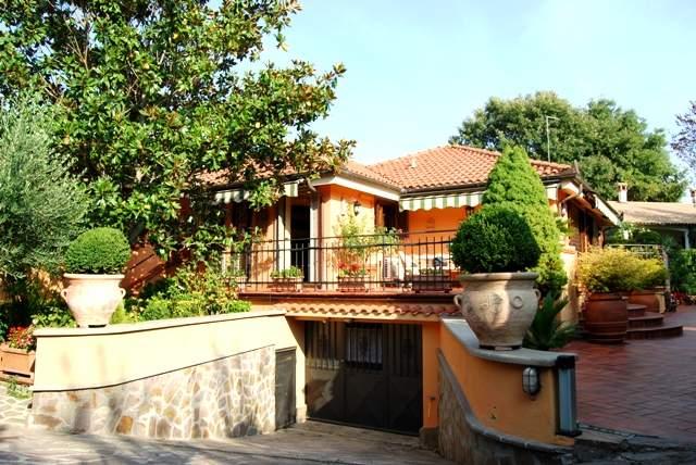 Villa in vendita a Fabrica di Roma, 15 locali, prezzo € 440.000 | Cambio Casa.it