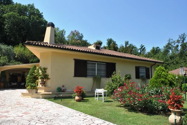Villa in vendita a Orte, 8 locali, prezzo € 295.000 | Cambio Casa.it