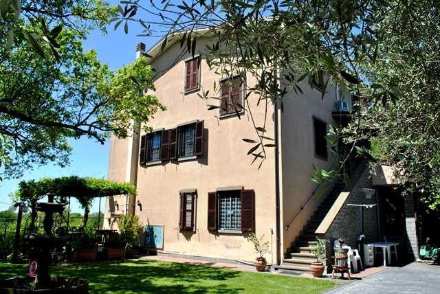 Rustico / Casale in vendita a Viterbo, 11 locali, zona Zona: Semicentro, prezzo € 300.000   CambioCasa.it