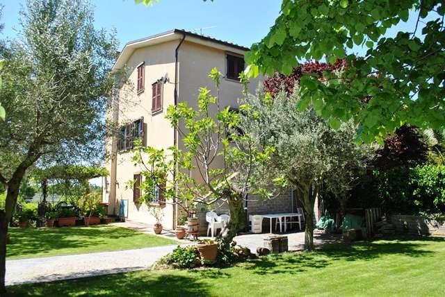 Rustico casale a VITERBO 11 Vani - Garage - Giardino 1420 Mq