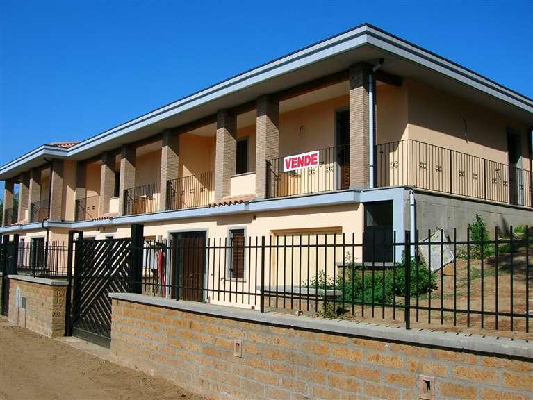Villa a schiera a VETRALLA 130 Mq | 5 Vani - Garage | Giardino 200 Mq