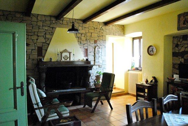 Soluzione Indipendente in vendita a Viterbo, 6 locali, zona Zona: Grotte Santo Stefano, prezzo € 170.000 | Cambio Casa.it