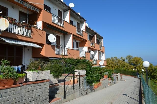 Villa a Schiera in Vendita a Valentano