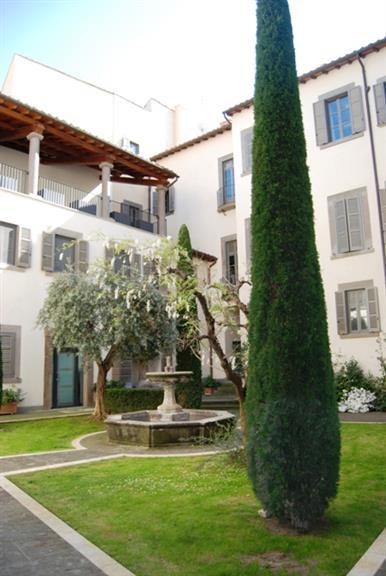 Negozio / Locale in vendita a Viterbo, 2 locali, zona Zona: Centro, prezzo € 300.000 | Cambio Casa.it