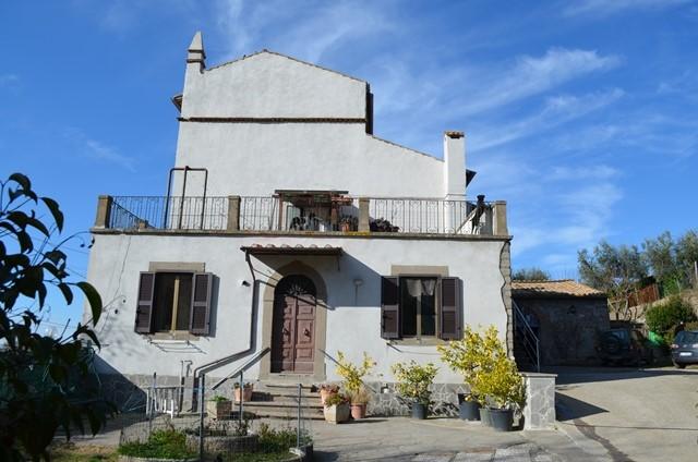 Rustico / Casale in vendita a Viterbo, 8 locali, zona Località: CASSIA SUD, prezzo € 230.000   Cambio Casa.it