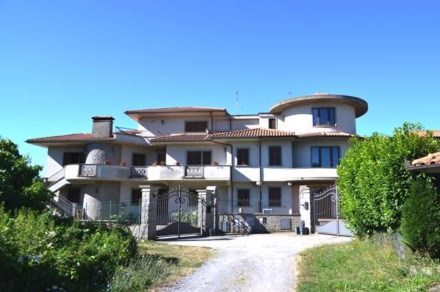 Appartamento in vendita a Montefiascone, 7 locali, prezzo € 170.000   Cambio Casa.it