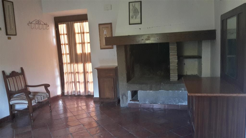 Soluzione Indipendente in affitto a Viterbo, 3 locali, zona Zona: Semicentro, prezzo € 400   Cambio Casa.it