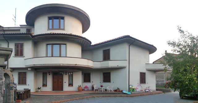 Appartamento in vendita a Montefiascone, 5 locali, prezzo € 100.000   Cambio Casa.it