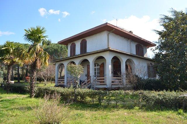 Villa a VITERBO 7 Vani - Garage - Giardino 22000 Mq