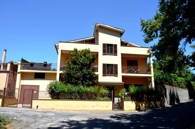 Casa singola a VETRALLA 397 Mq | 11 Vani - Garage | Giardino 250 Mq