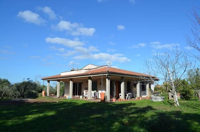 Villa a VITERBO 10 Vani - Giardino 4200 Mq