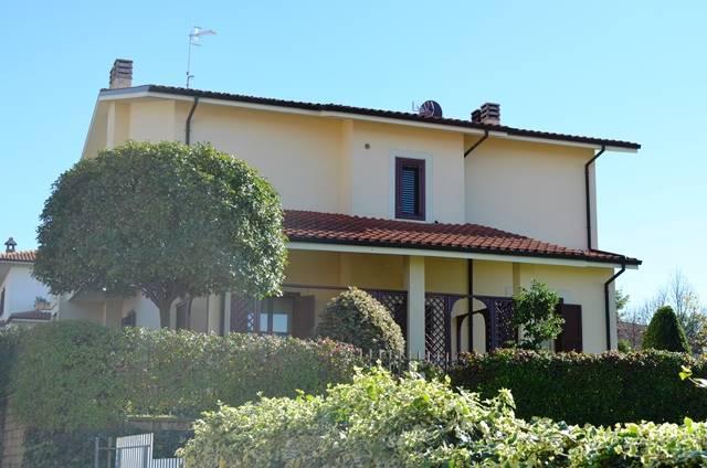 Villa bifamiliare a VITERBO 210 Mq | 8 Vani - Garage | Giardino 345 Mq