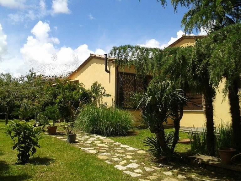 Villa Bifamiliare in affitto a Vitorchiano, 7 locali, zona Località: PAPARANO, prezzo € 650 | Cambio Casa.it