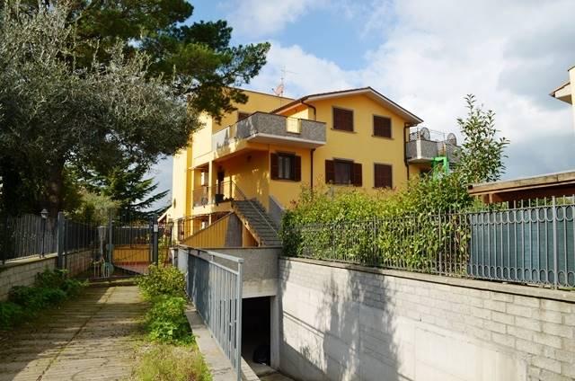 Appartamento in vendita a Vitorchiano, 4 locali, zona Località: CONVENTINO, prezzo € 115.000 | Cambio Casa.it