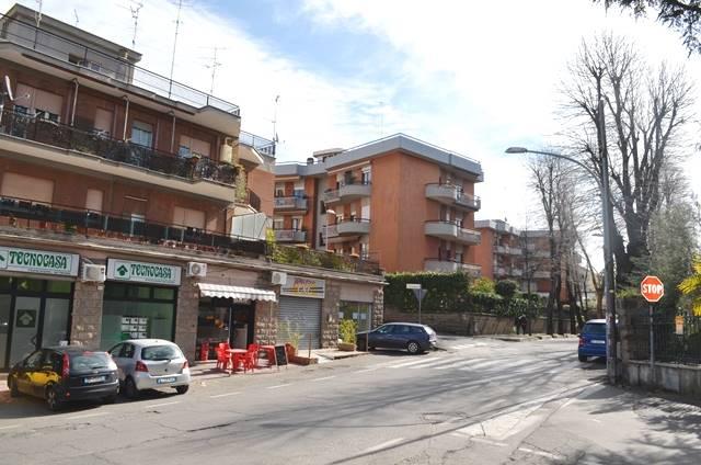 Negozio / Locale in affitto a Viterbo, 2 locali, zona Località: GROTTICELLA, prezzo € 430 | CambioCasa.it