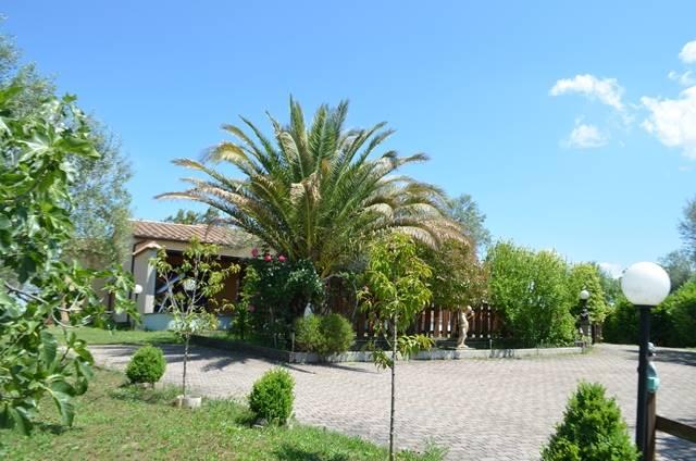 Villa in vendita a Vitorchiano, 8 locali, zona Località: SODARELLA, prezzo € 240.000 | CambioCasa.it