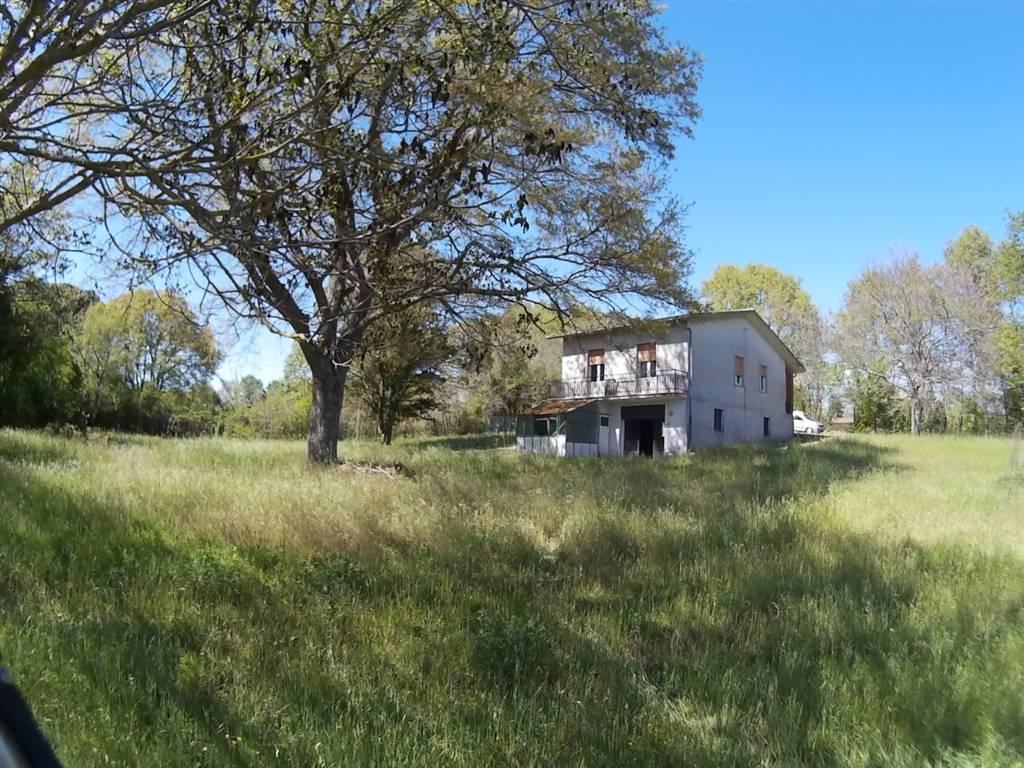 Villa in vendita a Barbarano Romano, 8 locali, prezzo € 140.000 | CambioCasa.it