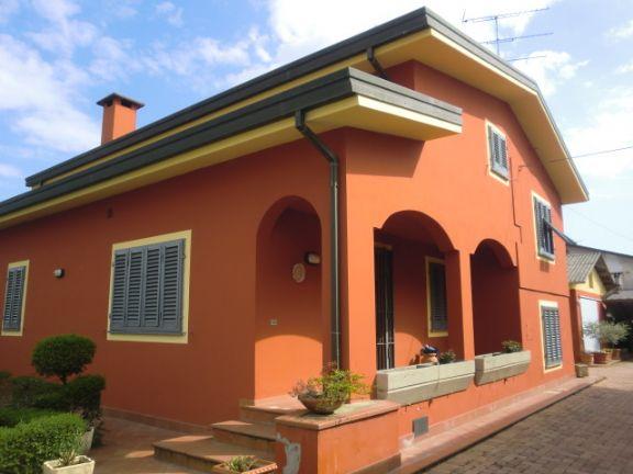 Villa in vendita a Ponte Buggianese, 8 locali, prezzo € 325.000 | Cambio Casa.it