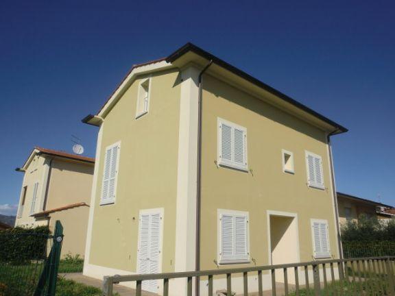 Villa in vendita a Chiesina Uzzanese, 5 locali, prezzo € 350.000 | Cambio Casa.it